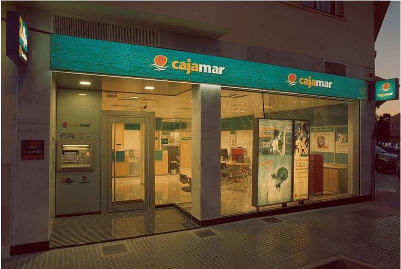 Tarjeta de crédito Cajamar: financiación, seguros y mucho más