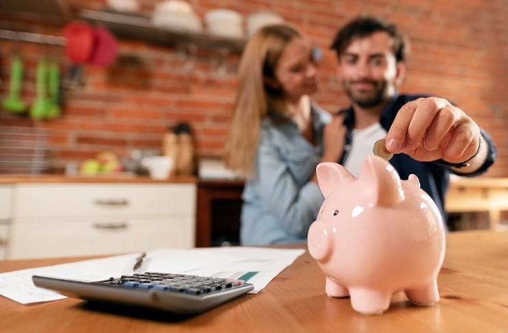 ¿Cómo Organizan las Parejas sus Finanzas? ¿Sumar Salarios o no?